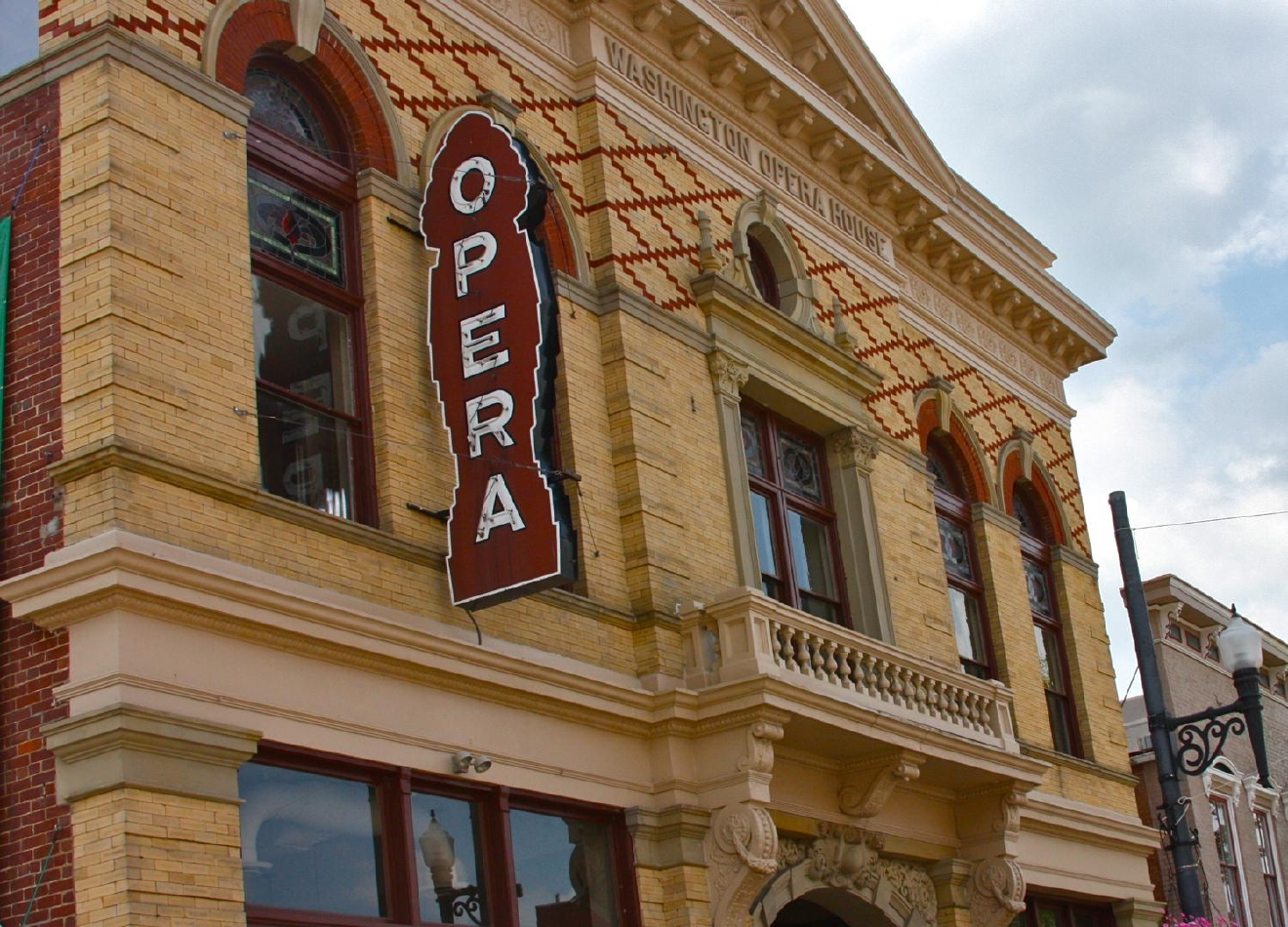 The event is hosted by and benefits the Maysville Players, the oldest theatrical group in Kentucky. Their home is the Washington Opera Theatre, which is the fifth oldest continuously-run theatre in the nation. / Image: Molly Paz // Published: 6.4.19