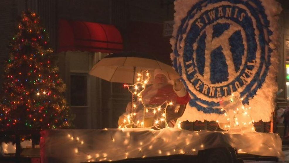 Kirksville Kiwanis Christmas parade helps kids in community, Santa visits courthouse - ktvo.com