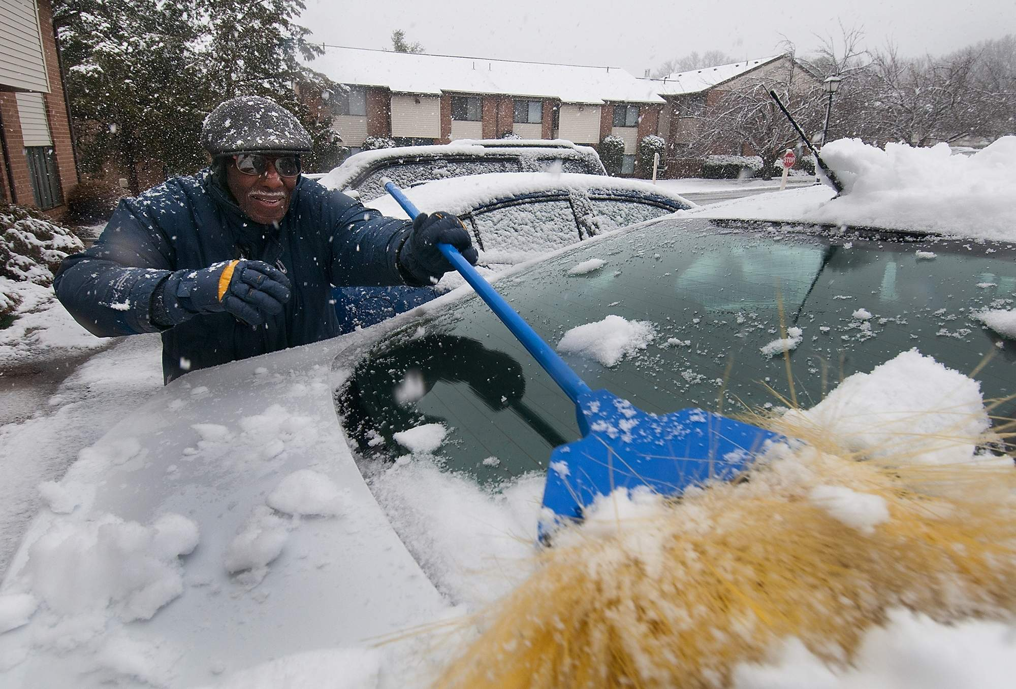 John Moore clears snow from his car before driving to Perkins for breakfast from The Glen at Bucks apartments during the second nor'easter Wednesday, March 7, 2018 in Warminster. [BILL FRASER / STAFF PHOTOJOURNALIST]
