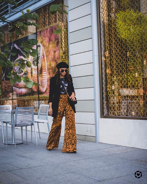 Can 2019 please be the year where we  can all wear berets? This look is especially chic with a bold pant. (Image via @myriadmusings)